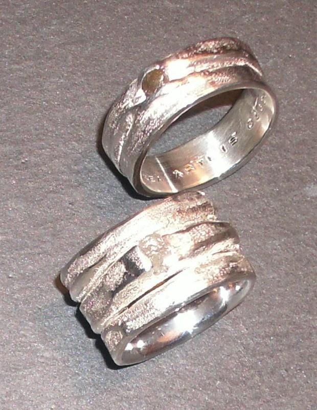 Ehering-Set, Silber mit weissem und anthrazitfarbenem Rohdiamant (925 Sterlingsilber) Preis Set: CHF 1'000.-