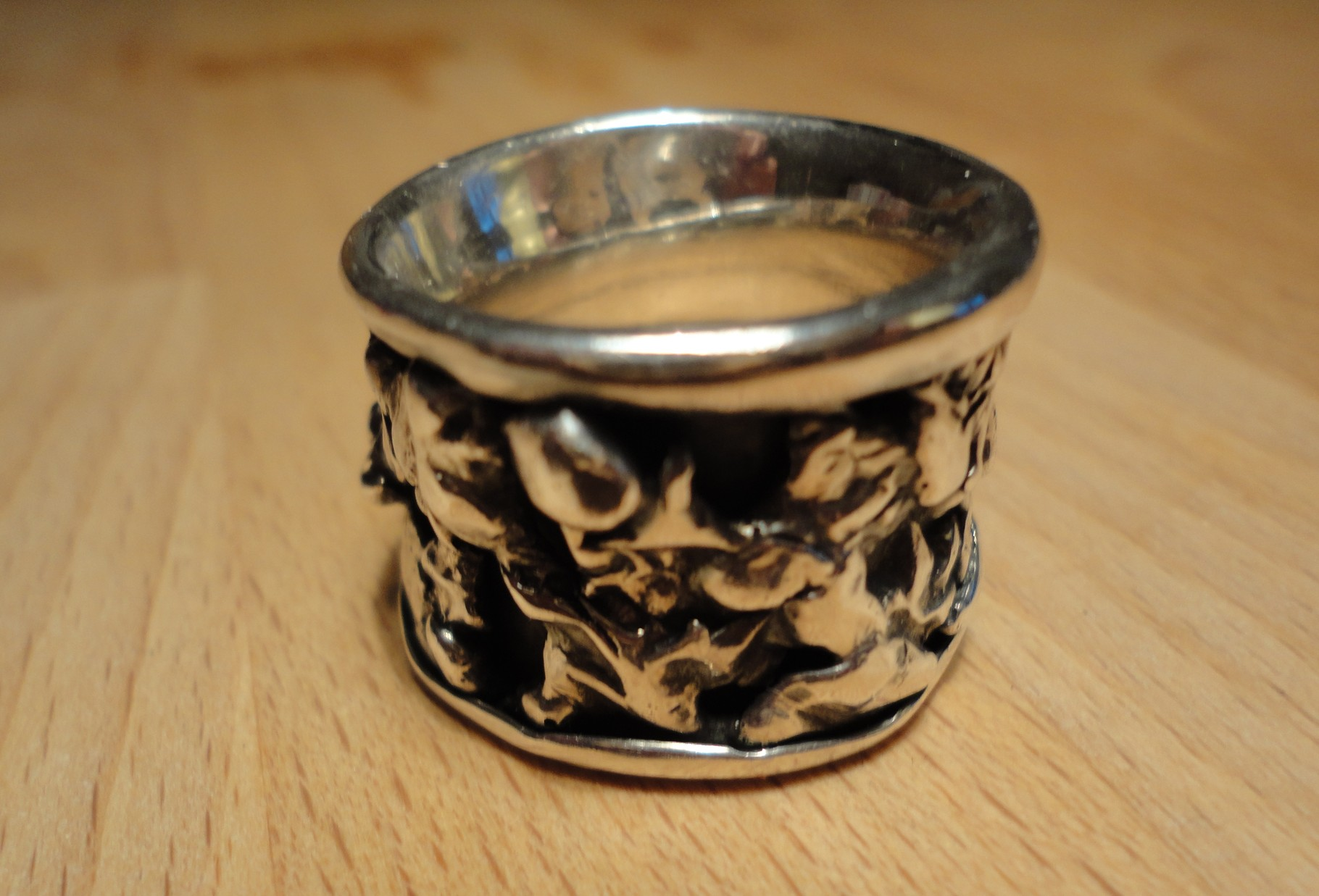 geschwärzter Silberring mit Nugget-Auflagen (925 Sterlingsilber) Preis: CHF 220.-