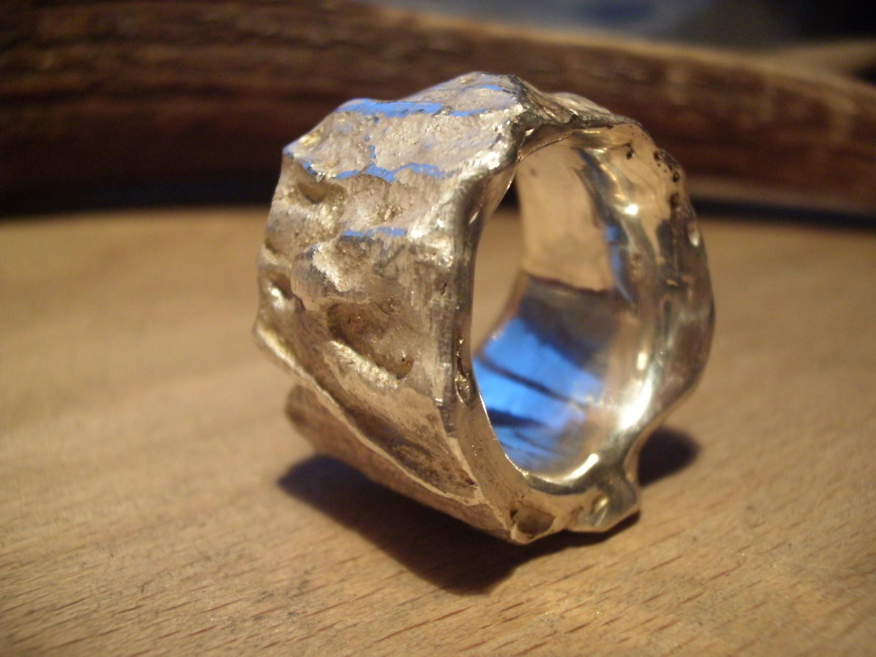 Massiver Silberring aus verschweissten Silberstücken (925 Sterlingsilber) Preis: CHF 320.-