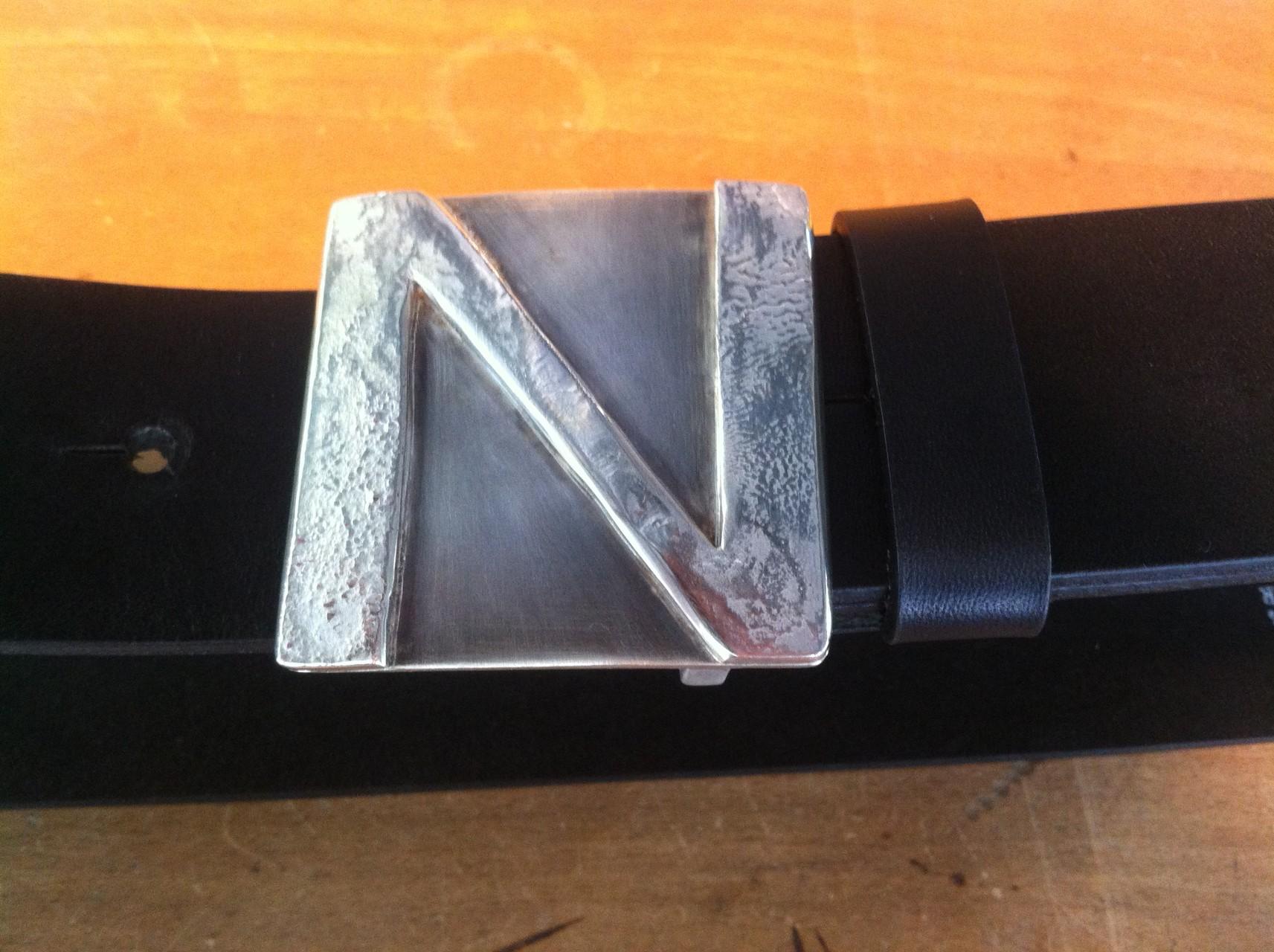 """Massive """"Buchstaben-Silberschnalle - Gewicht: 85 g (925 Sterlingsilber) Preis: CHF 370.-"""