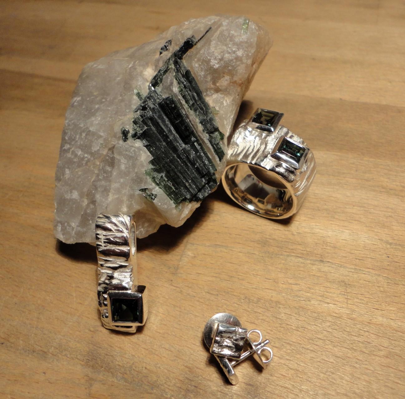 Set aus Silberanhänger, Ring und Ohr-Stecker mit geschliffenen Turmalinen (925 Sterlingsilber) Preis: CHF 1'220.-