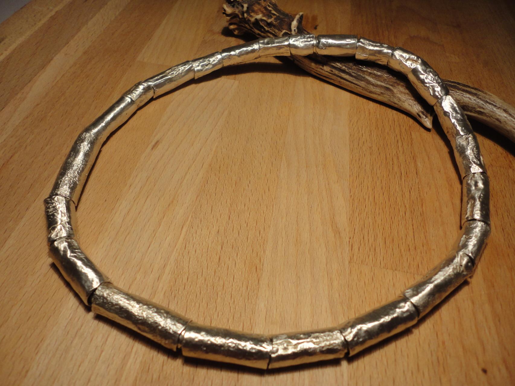 Massives Collier aus handgefertigten Silberröhren - Gewicht: inklusive beweglicher Silber-Innenkette: 135g (925 Sterlingsilber) Preis: CHF 1'100.-