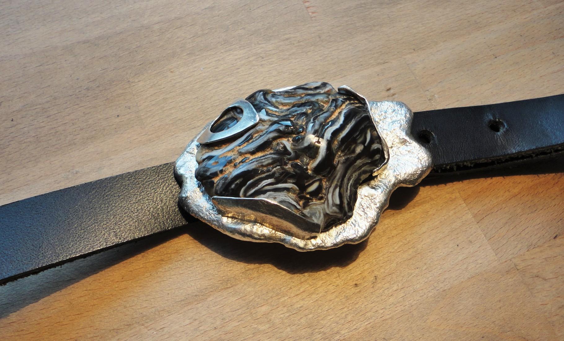 """Achat in  massivem """"Silberfisch"""" - Gewicht: insgesamt 110 g (925 Sterlingsilber) Preis: CHF 460.-"""