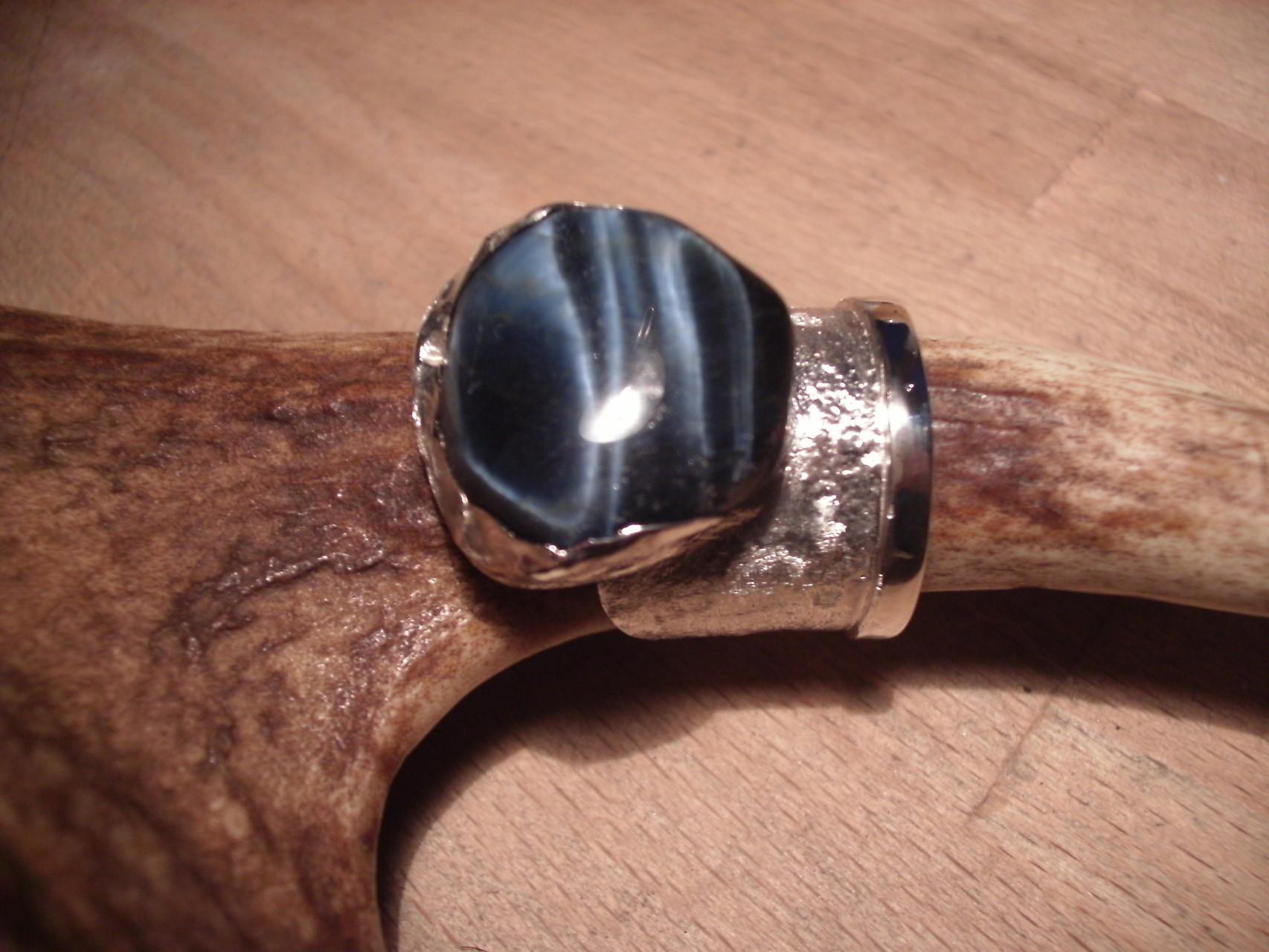 Silberring mit blau-strahlendem Achat (925 Sterlingsilber) Preis: CHF 280.-