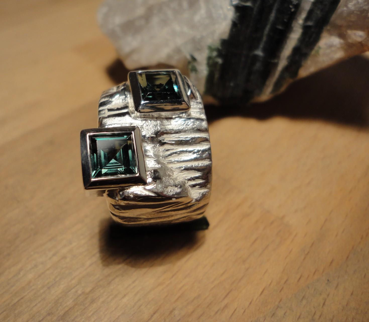 Silberring mit zwei geschliffenen Turmalinen (925 Sterlingsilber) Preis: CHF 800.-