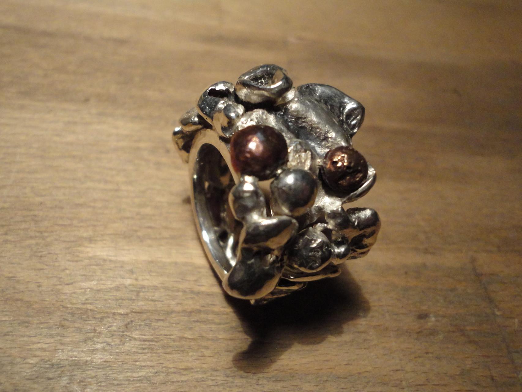 Silver meets Copper (925 Sterlingsilber mit zwei aufgeschweissten Kupferkugeln) Preis: CHF 280.-