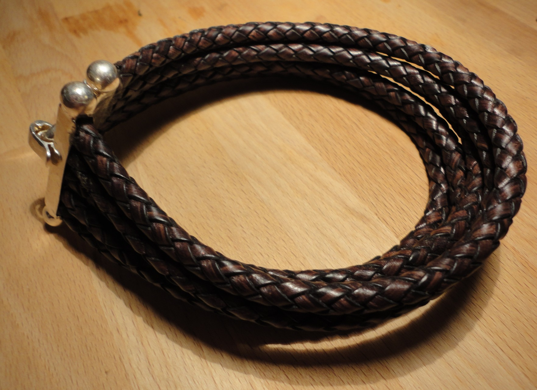 Lederhalsband mit edlem Silberverschluss (925 Sterlingsilber) Preis: CHF 180.-
