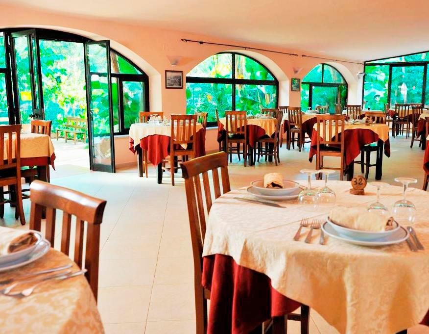 Ein familiӓres Hotel-Village in einem Olivenhain, umgeben von mediterraner Fauna