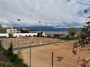 vue des cours de tennis en terre battue du Casone