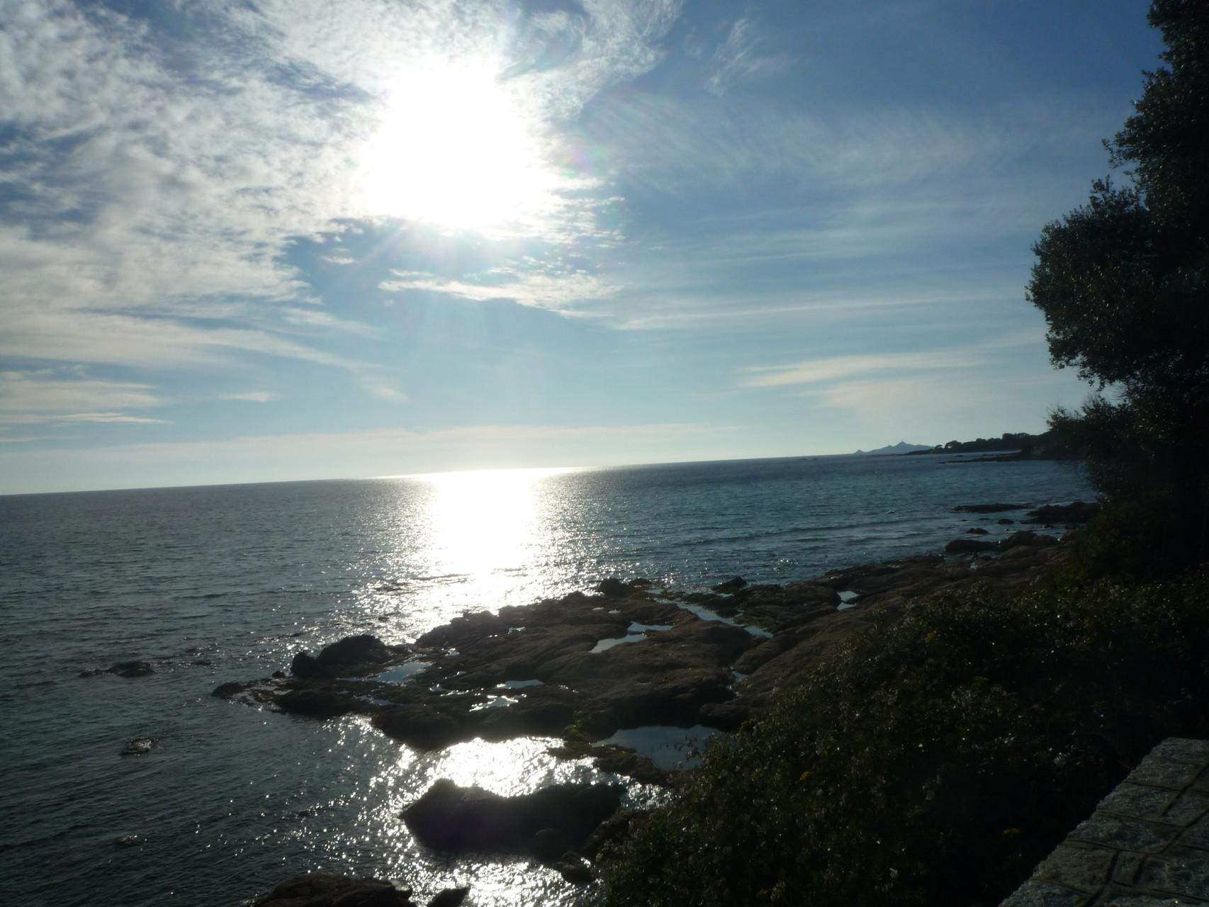 Autre coucher de soleil sur la mer à 400m de la maison de Ninette