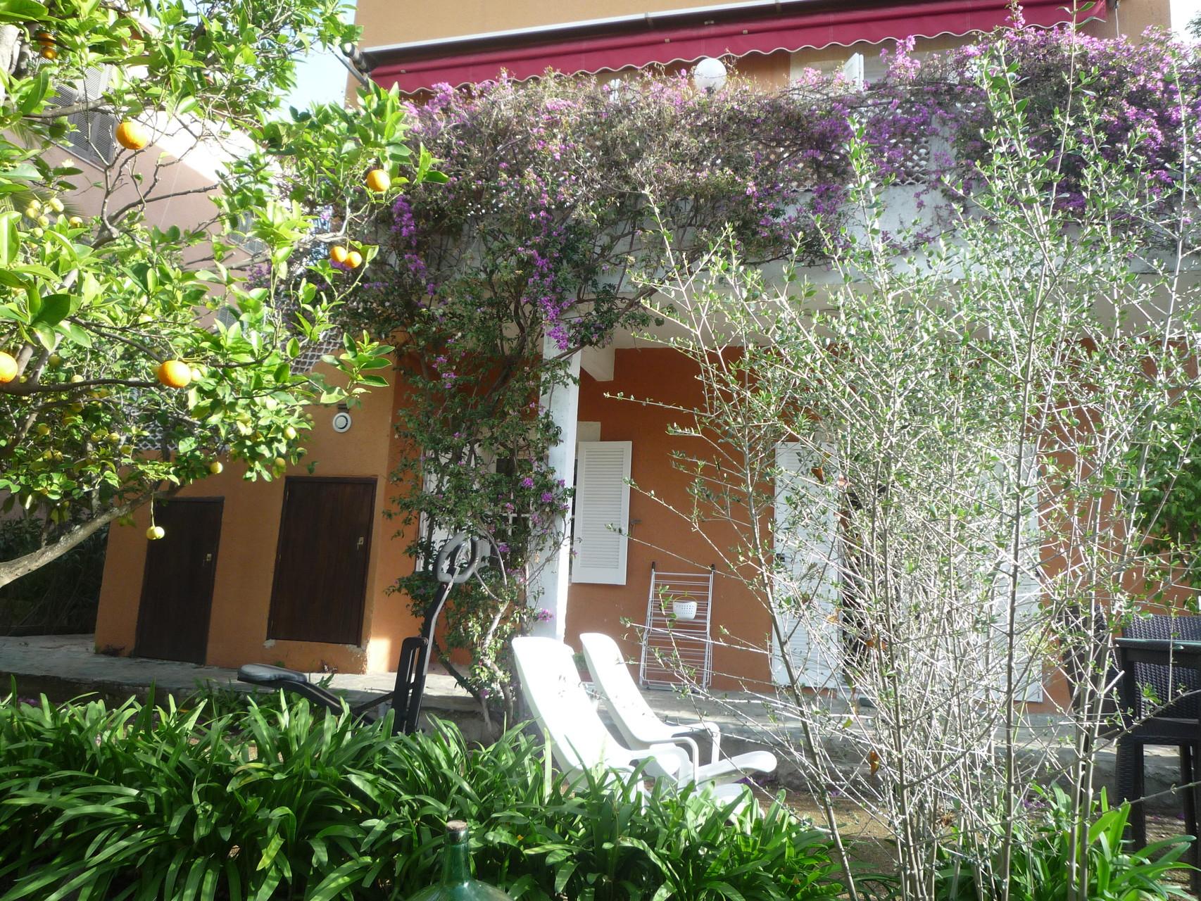 vue de l'entrée du rez de jardin - La maison de Ninette -