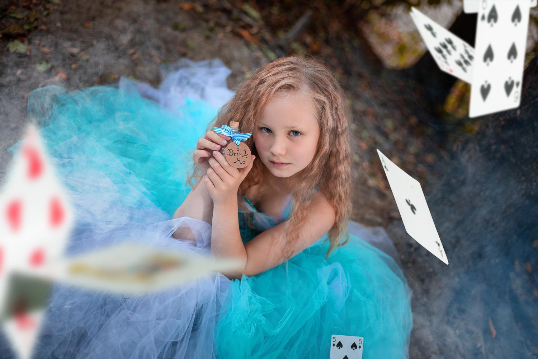 Fantasyfotografie, fantasievoll inszeniert, inszenierte Peoplefotografie, Alice im Wunderland, Kinderfoto