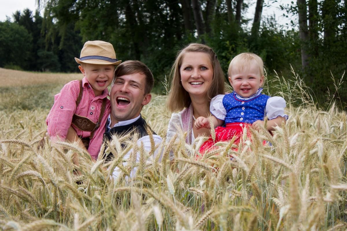 Familie, Familienfoto, Mama und ich, Draußen, natur, Outdoor, Dirndl