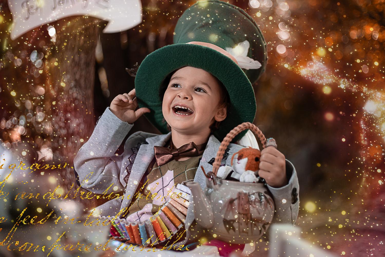 Fantasyfotografie, fantasievoll inszeniert, inszenierte Peoplefotografie, Alice im Wunderland, mad hatter, verrückter hutmacher, Kinderfoto