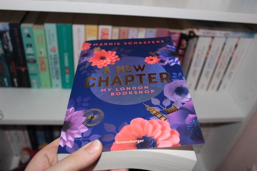 """""""A New Chapter - My London Bookshop"""" von Marine Schaefers - Ein zuckersüßes Buch zum Hinfortträumen!"""