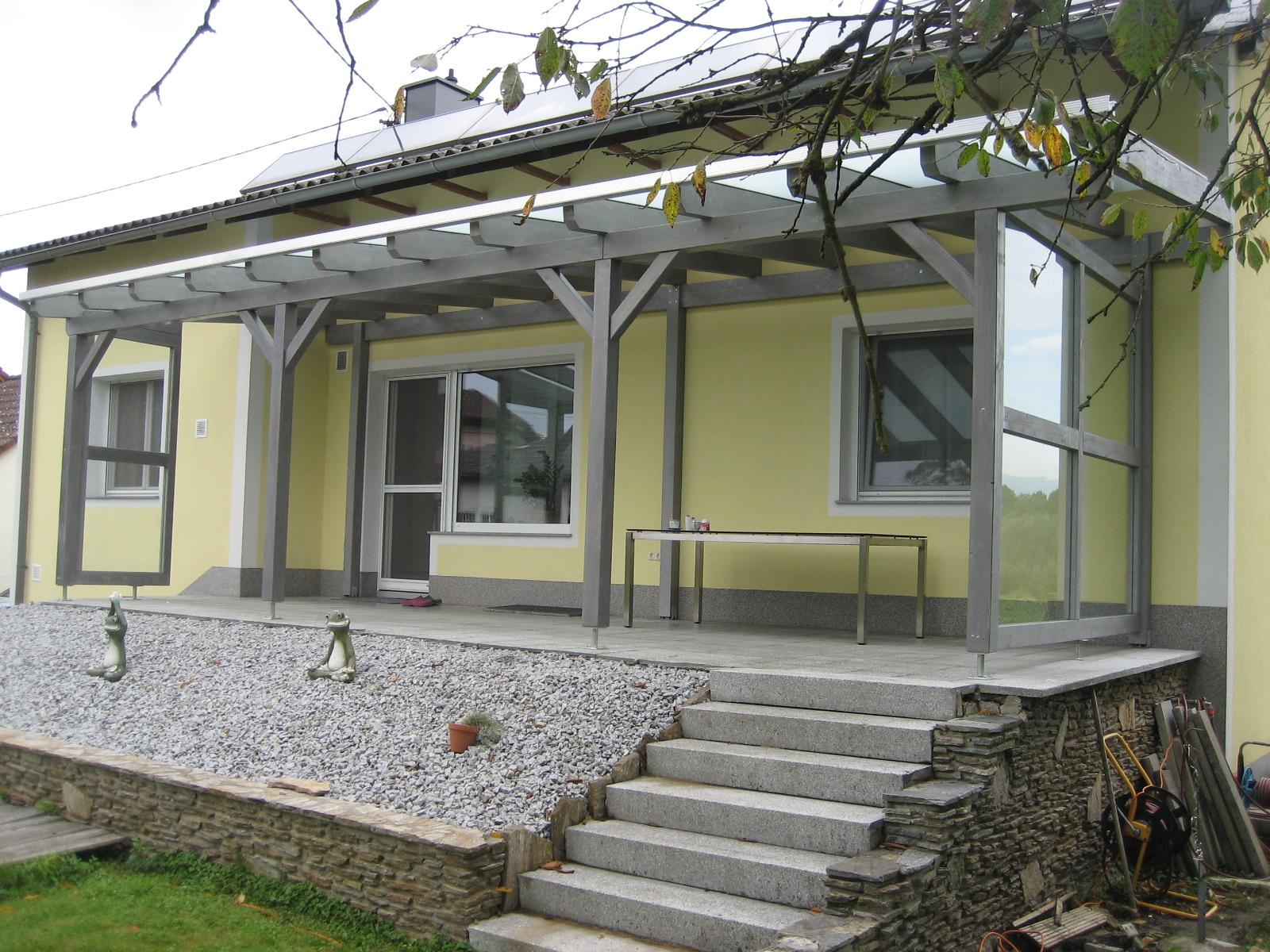 Terrassenüberdachung und Windschutz mit VSG Glaselementen