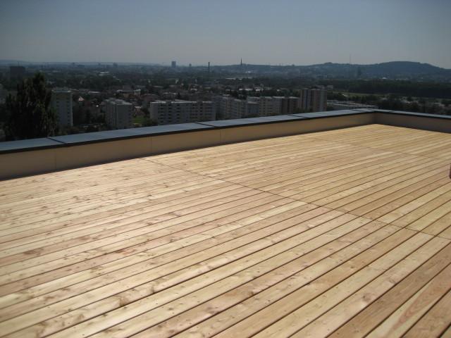 Dachterrasse mit Lärchendielen