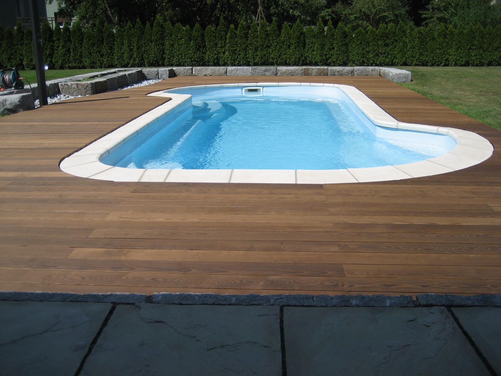 Poolterrasse mit Thermoesche - Dielen