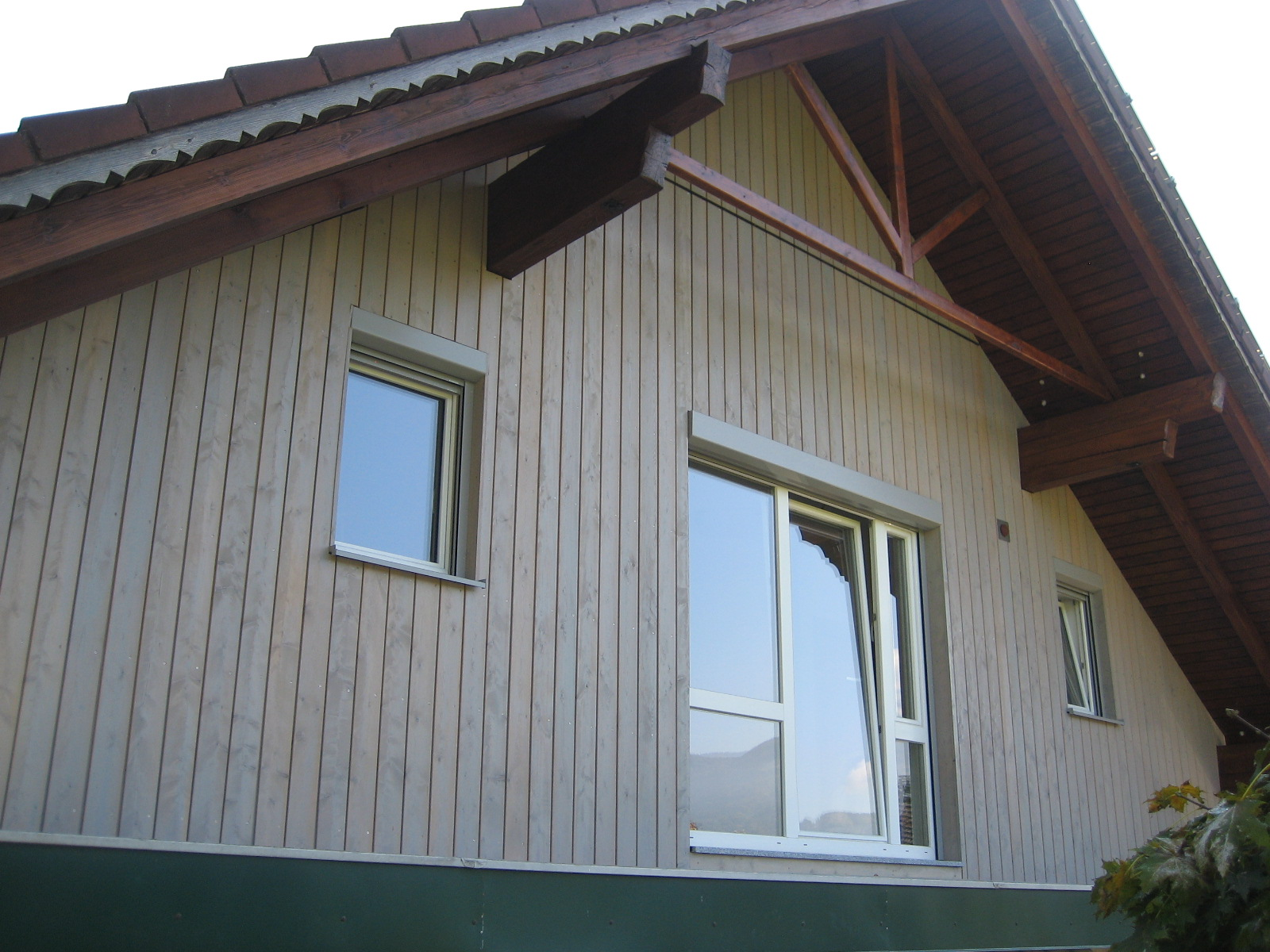 Senkrechte Fassadenschalung in sib. Lärche
