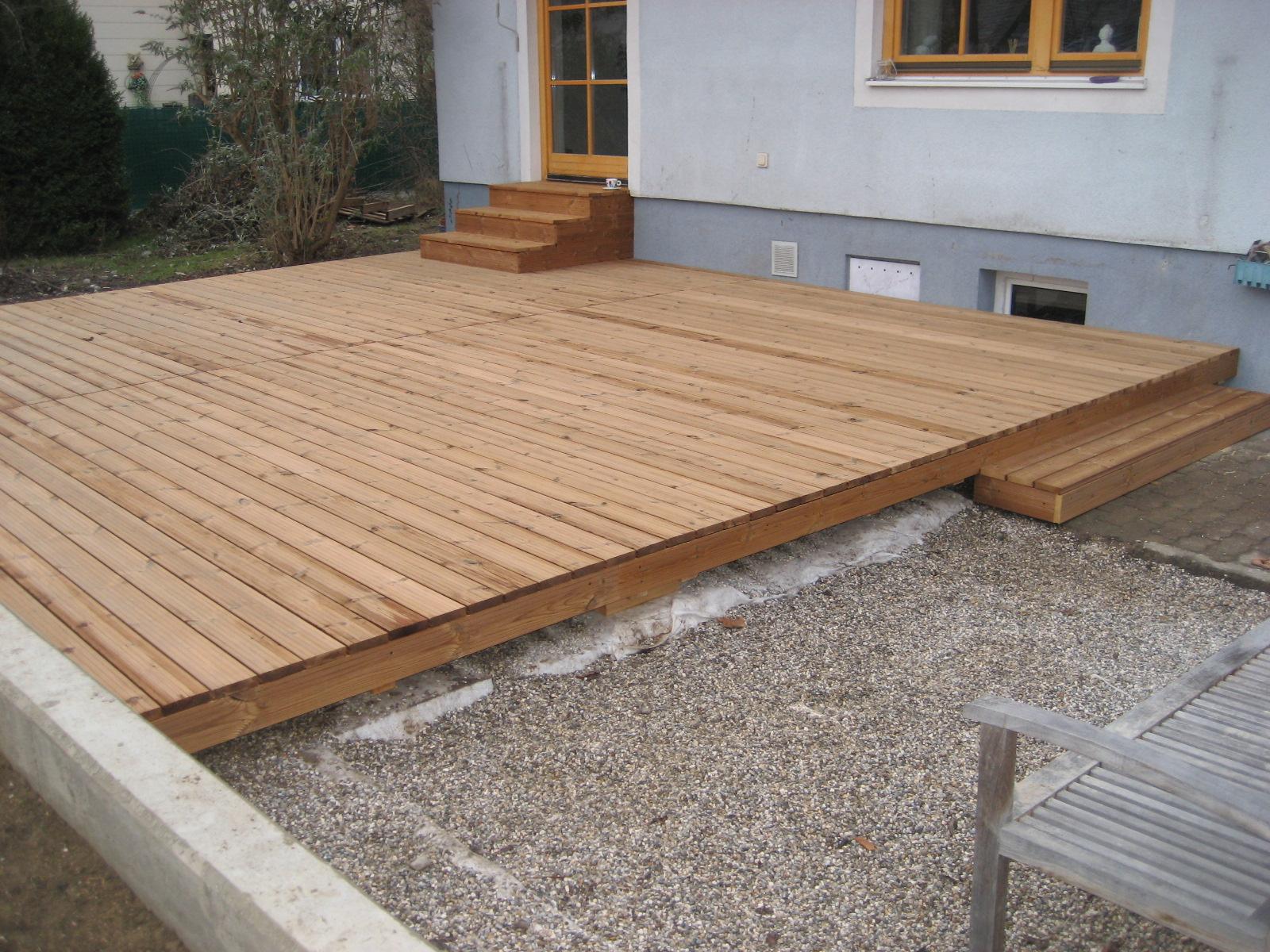 Terrasse mit Thermo- Kiefer Dielen