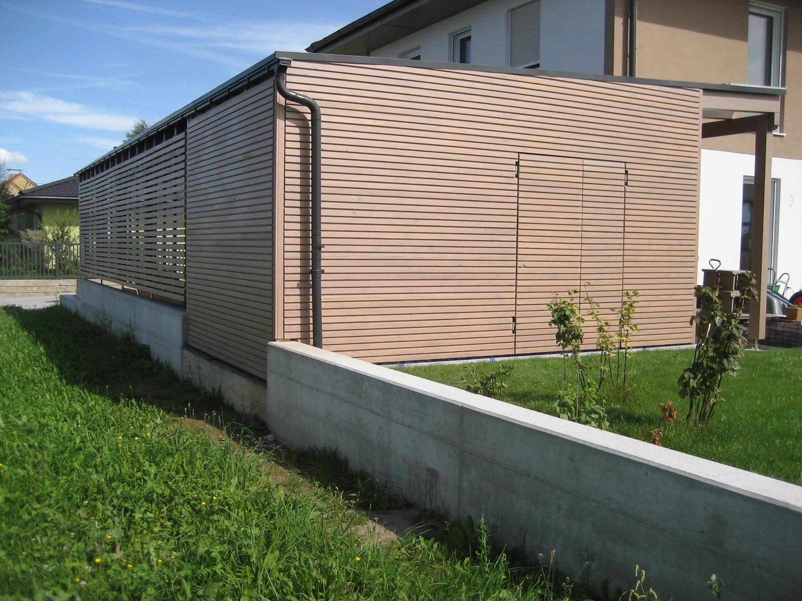 Carport mit Sichtschutzzaun,  Abstellraum und Eingangsüberdachung. Dacheindeckung mit Resitrix EPDM-Dachfolie