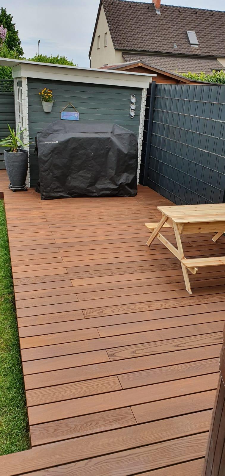 Terrasse mit Thermo-Esche Dielen gebürstet