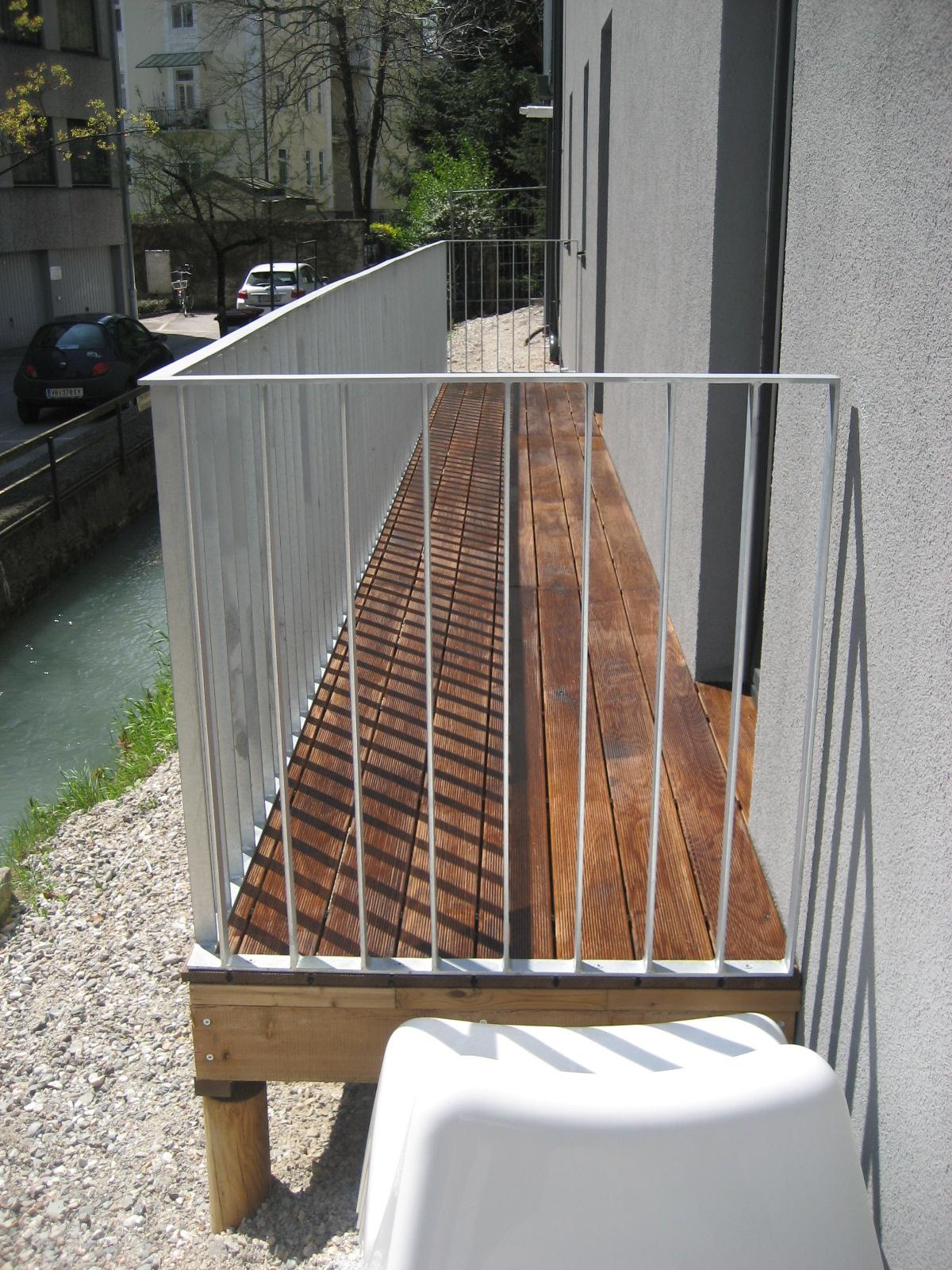 Balkon mit Thermo- Esche Dielen