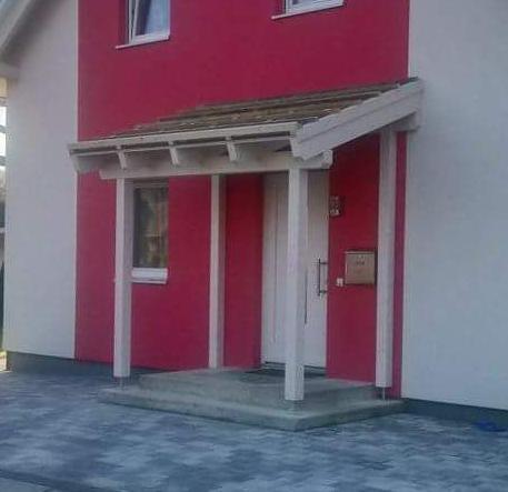 Eingangsüberdachung mit Einlattung für Dachziegeleindeckung
