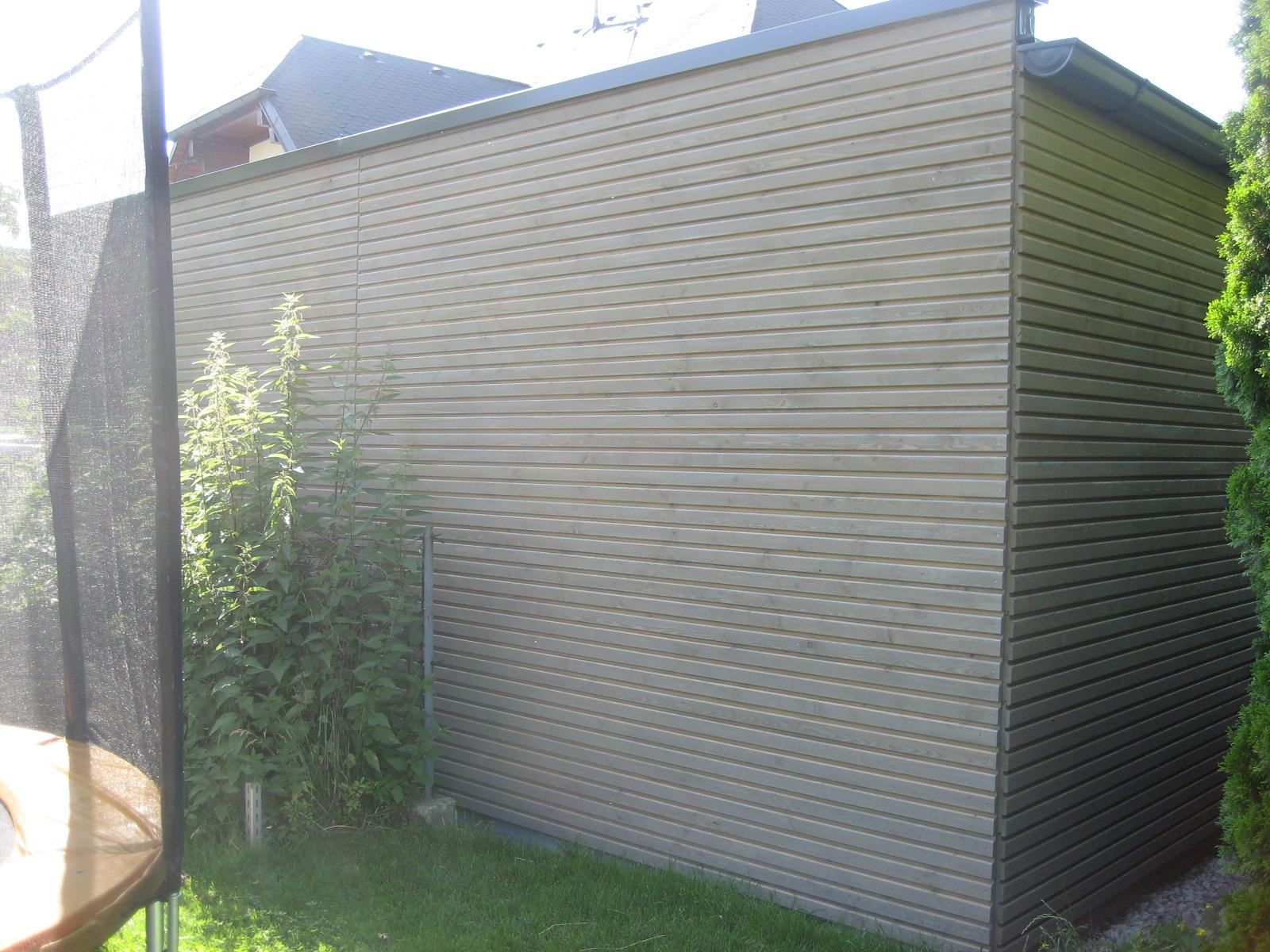 Garagenfassade mit Rhombusschalung