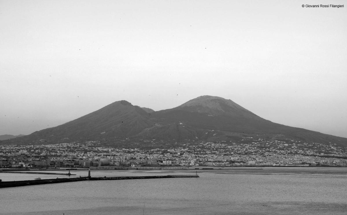 Il Vesuvio dalla collina di Pizzofalcone
