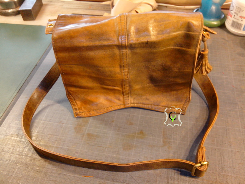 sac à main fait à partir d'un tablier en cuir, rabat