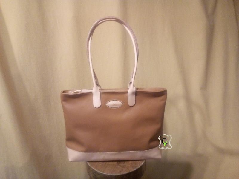 sac à main en cuir vachette marron, fond et hanses en cuir tannage végétal, doublure en chèvre beige clair, fermeture par glissière