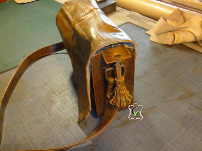 sac à main fait à partir d'un tablier en cuir, coté