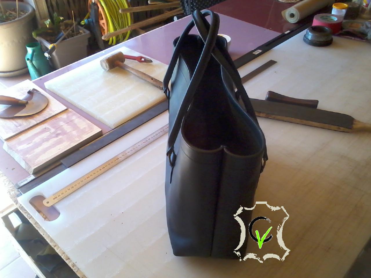 sac à main en cuir tannage végétal anthracite de type cabas, sans doublure