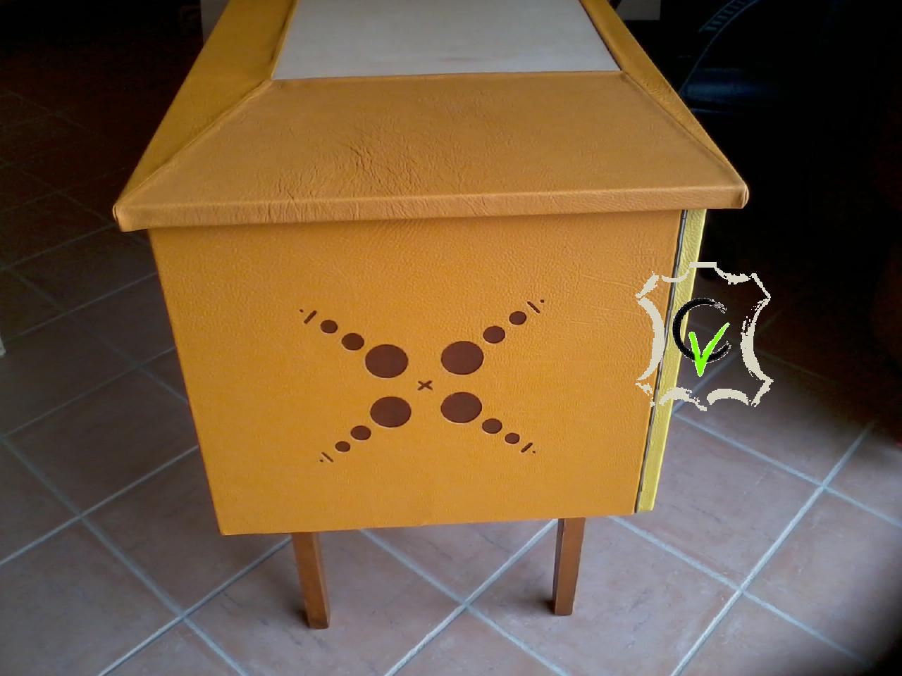 bureau gainé de cuir vachette coté gauche