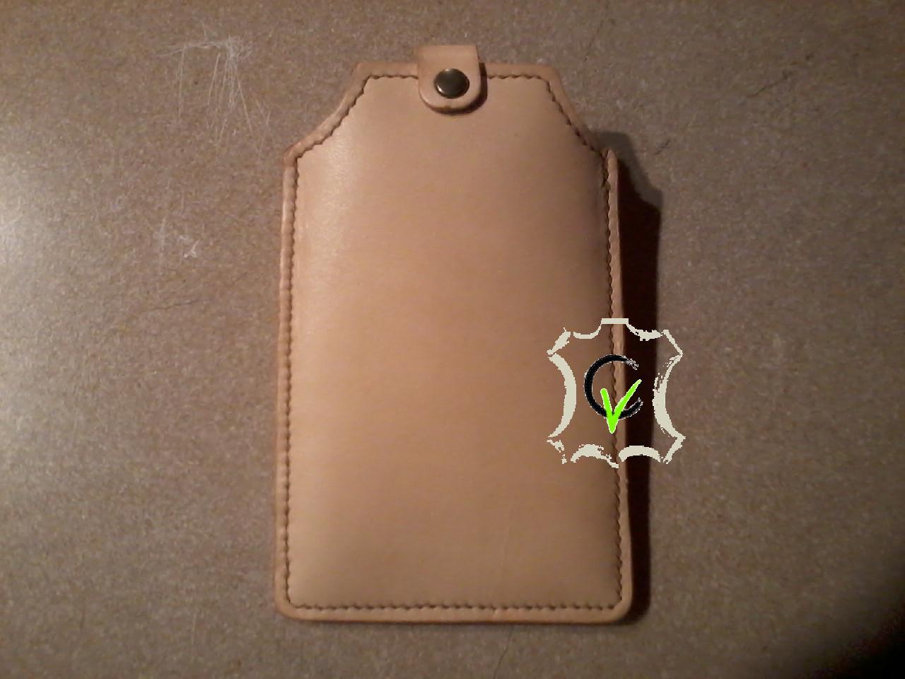 étui à smartphone en cuir tannage végétal doublé cousu main avec passant pour ceinture
