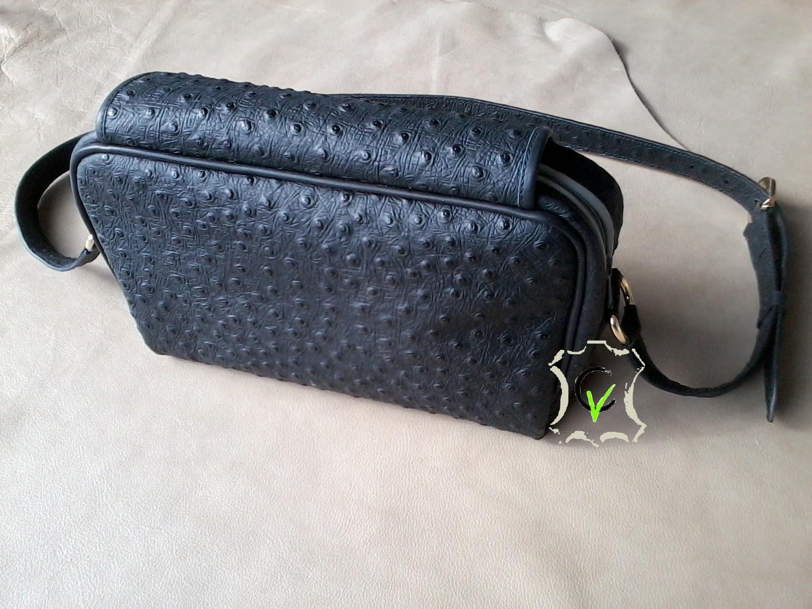 sac à main en cuir noir imitation autruche doublé mouton gris