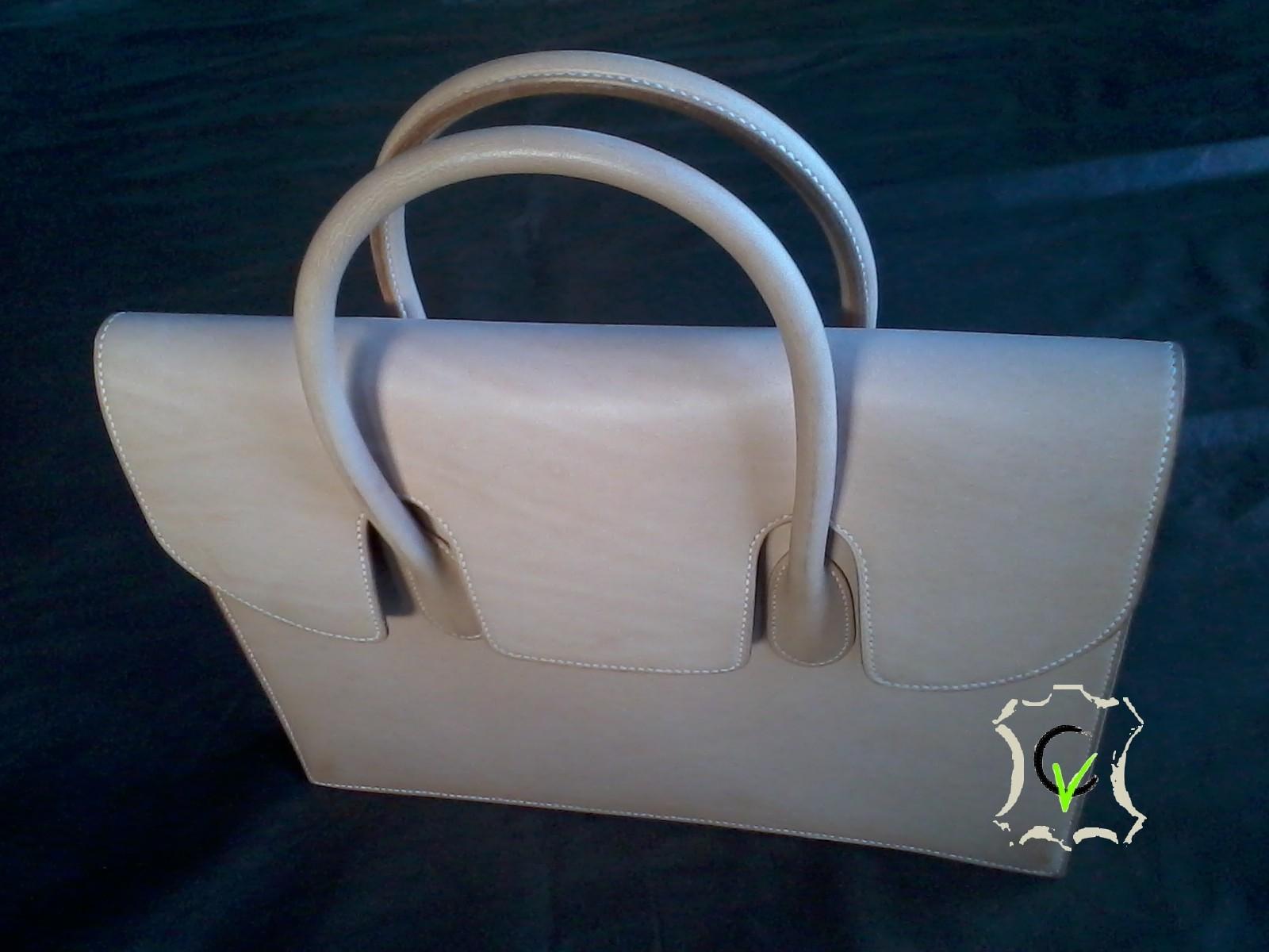 porte document en cuir tannage végétal couleur tabac doublé en mouton velours brun, cousu main avec un fil de lin blanc