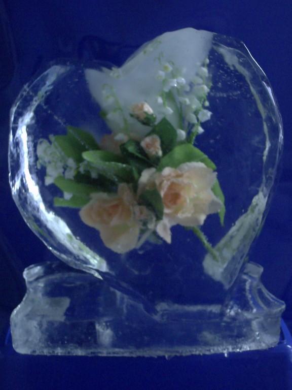 Einfrierung: Eisherz mit Blumen