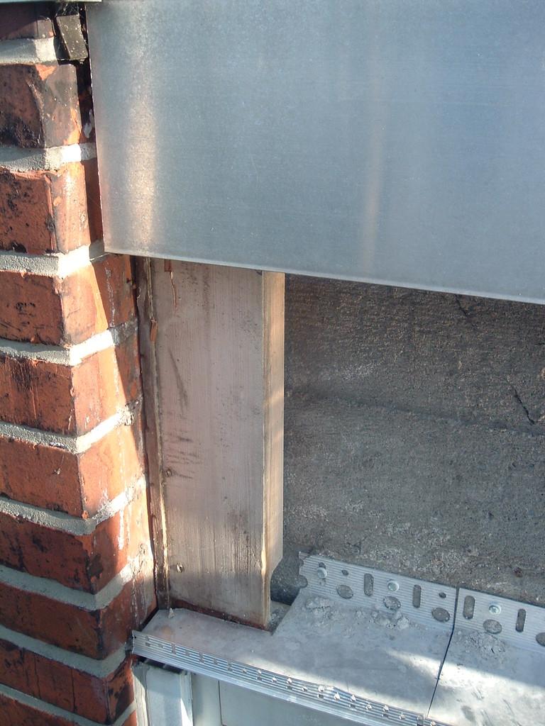 Kältezone Holzverkleidung unter den jeweiligen Fenstern, die Wände an dieser Stelle dämmen 2