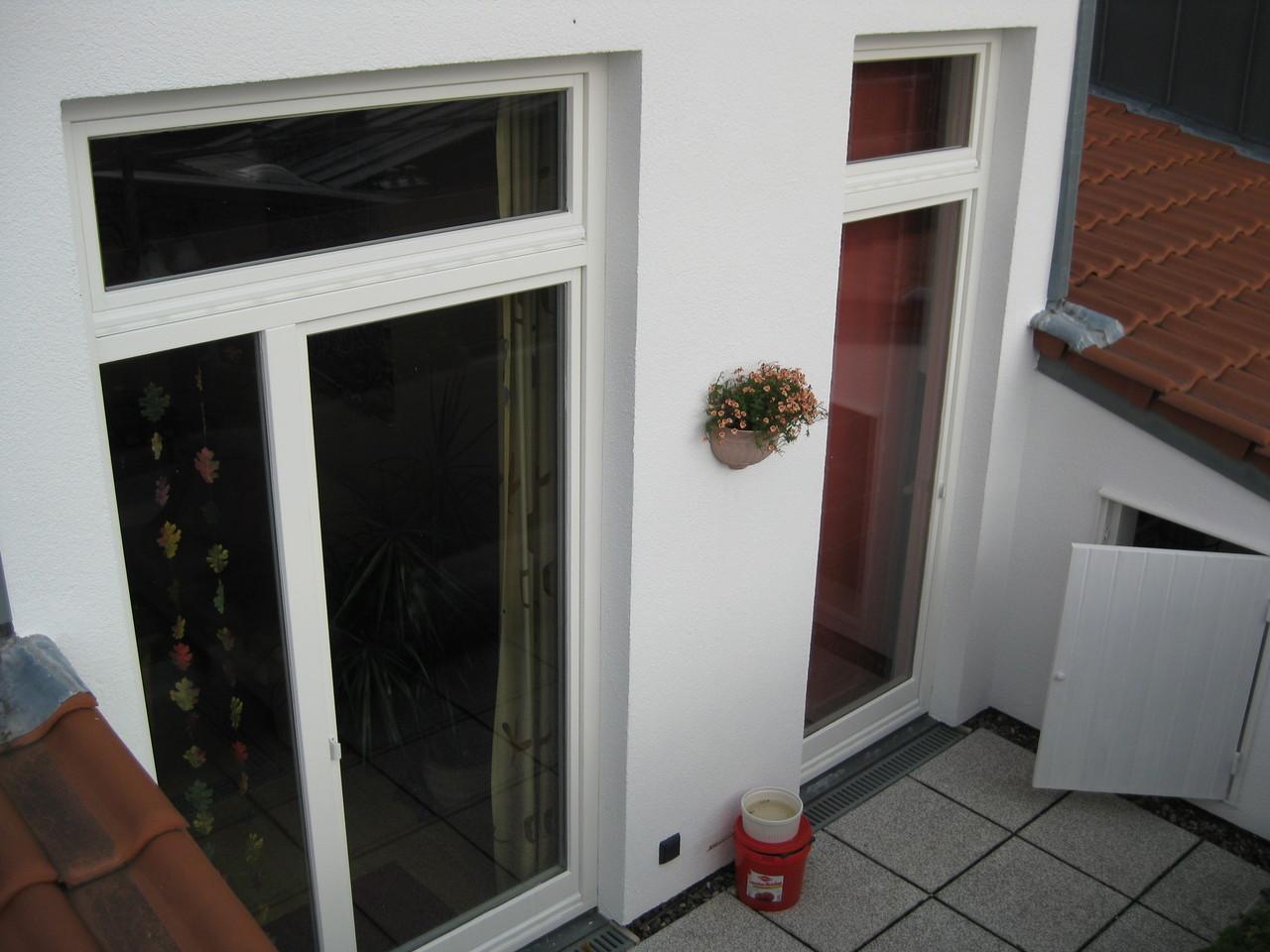 Wohnblock, Lackierung der Fenster und Holztüren/Balkon 2