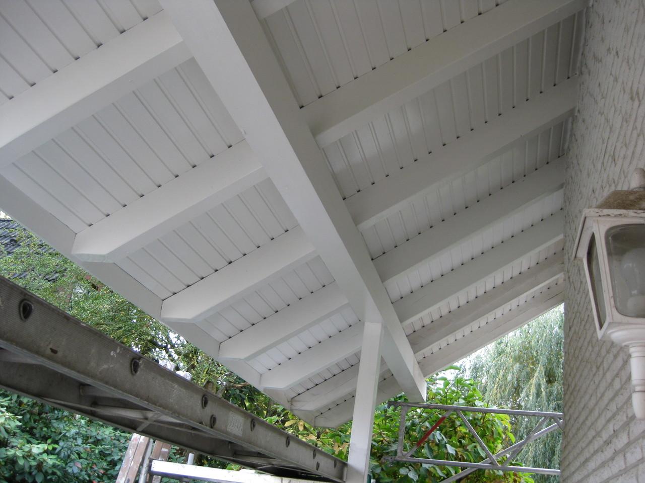 Privathaus, hochwertige Lackierarbeiten Dachüberstände 1