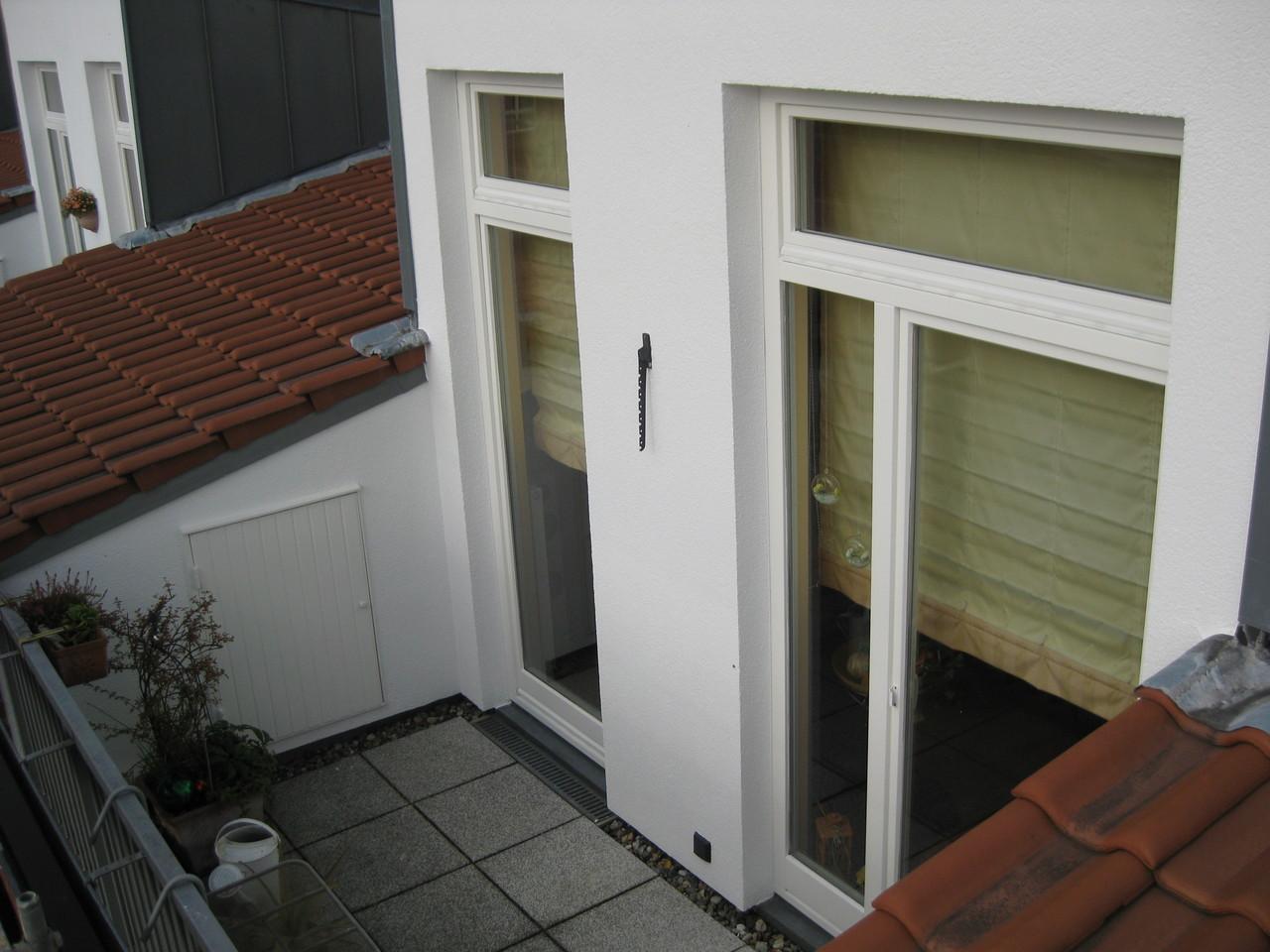 Wohnblock, Lackierung der Fenster und Holztüren/Balkon 3