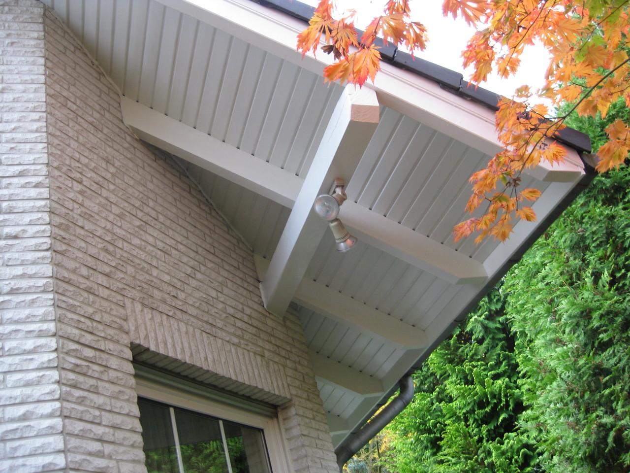 Privathaus, hochwertige Lackierarbeiten Dachüberstände 3