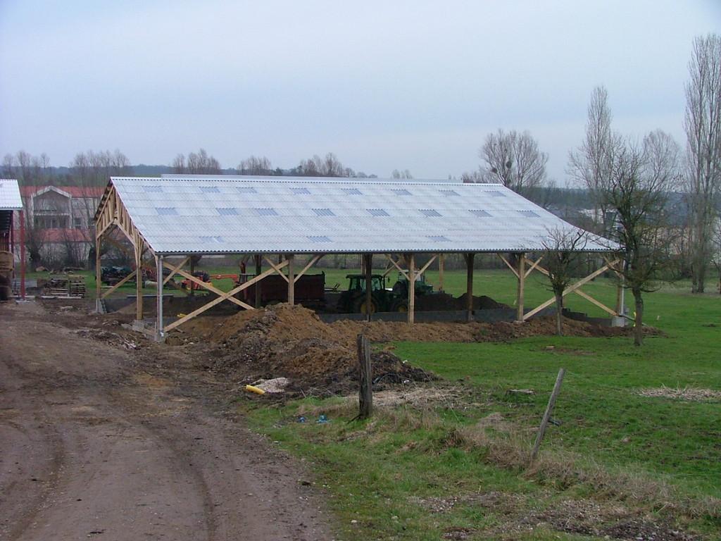 2011-nouvel hangar en cours de construction