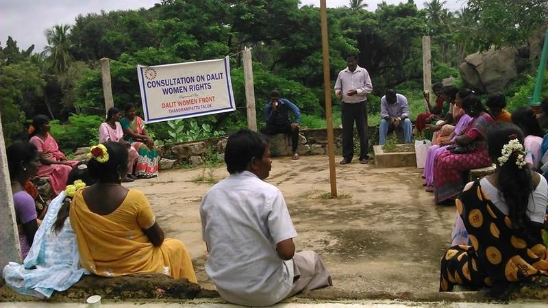 Octobre 2014 - Consultation des droits de la femme Dalite à Thandrampattu - Déterminer les compténces qui ont lieu d'être améliorées
