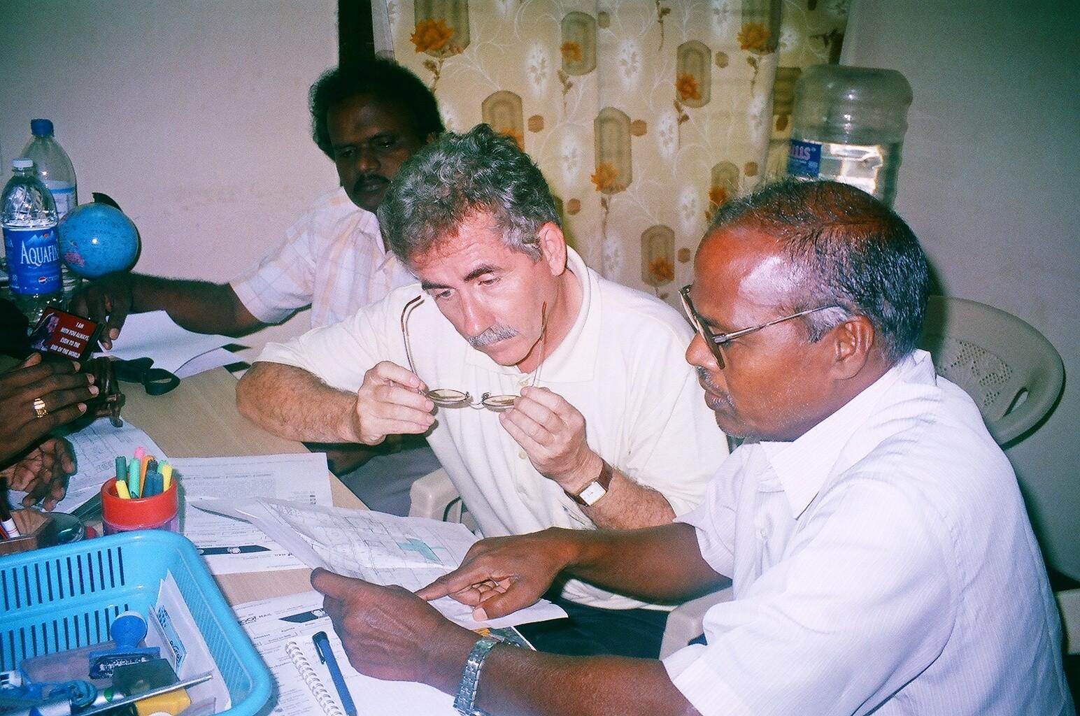 Décembre 2005 - Etude par un ingénieur agronome d'un terrain à acheter pour reloger la population
