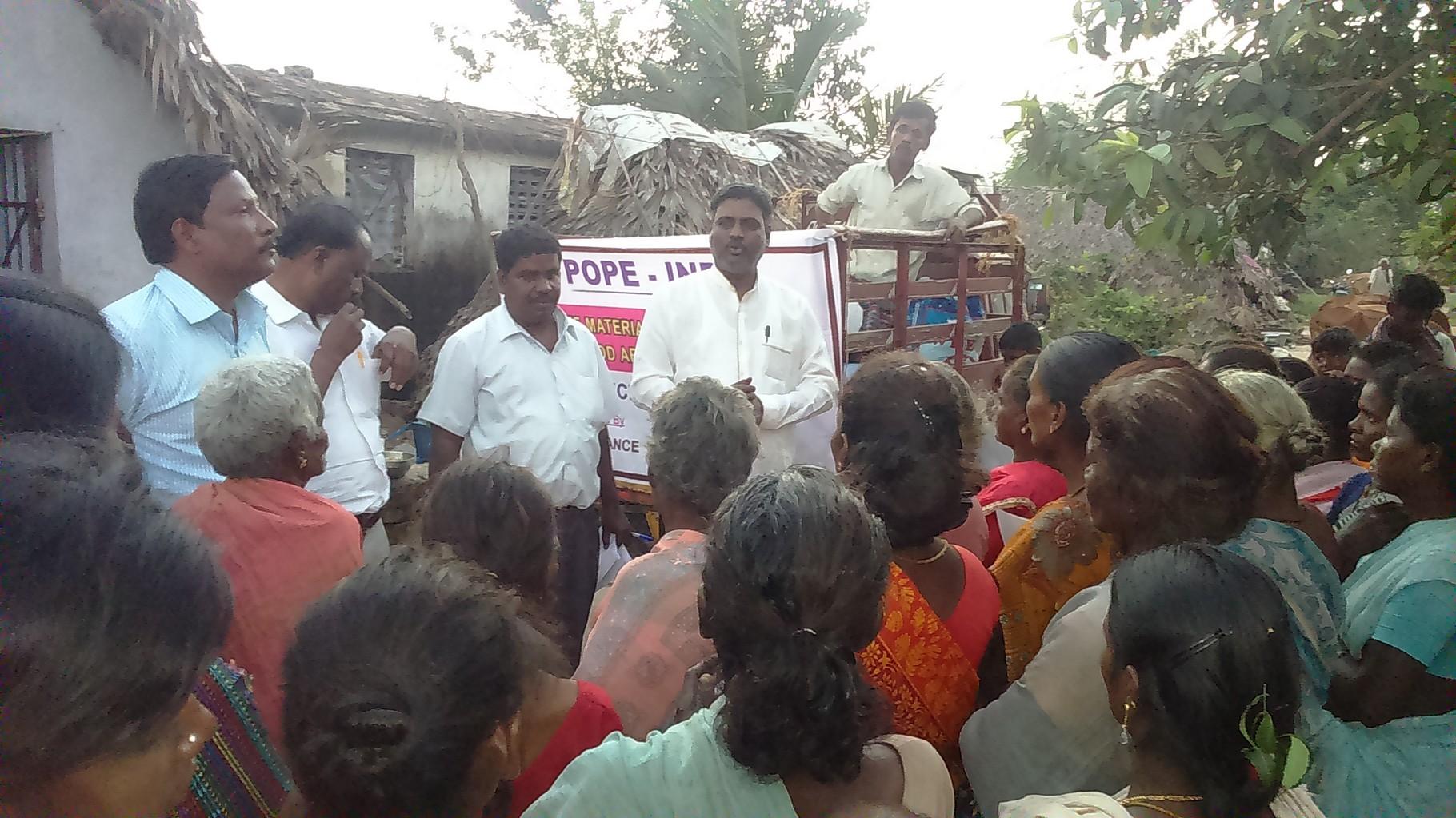 Distribution de draps et provisions dans le district de Kanchipuram