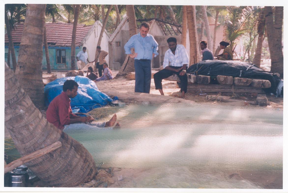 2004 - Réparation des filets de pêche