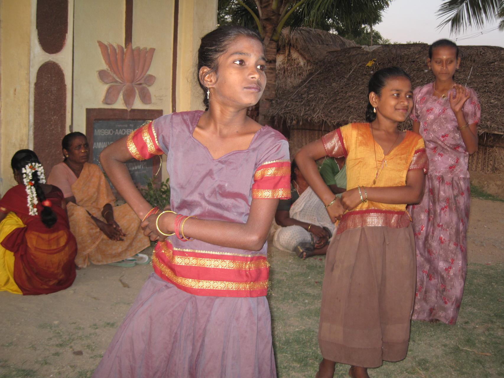 Cours de danse à Sanipoondi
